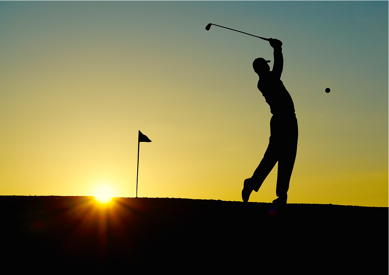 Pixabay_Senior Playing golf